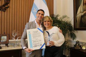 Reconocimiento al artista guayaquileñoJohann Vera por la participación en Viña del mar 2020