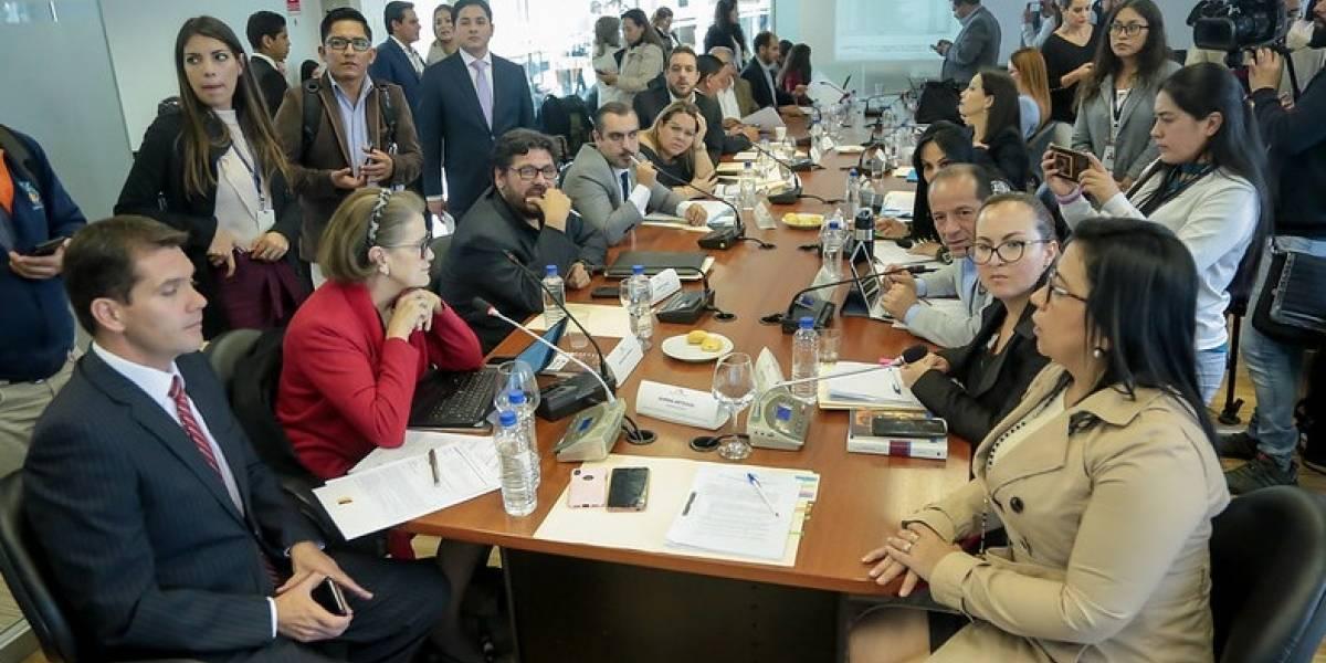 ELIMINAN LOS SUELDOS VITALICIOS A EXPRESIDENTES Y EXVICEPRESIDENTES