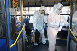 Con máquinas de ozono se desinfecta unidades de Metrovía en Guayaquil